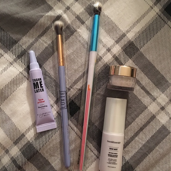 bareMinerals Other - Makeup products and brushes! 🔥